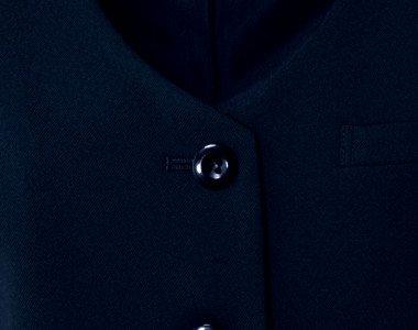 黒ボタンでどんなシーンにもあわせやすい
