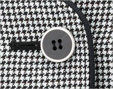 シルバーの縁取りで定番の黒ボタン