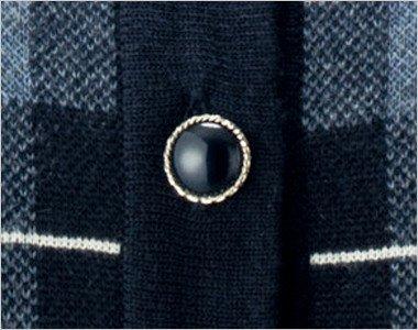 ふくらみと光沢のある黒ボタンはシルバーの縁で大人可愛い