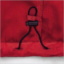 サイズ調整可能な裾アジャスター付き