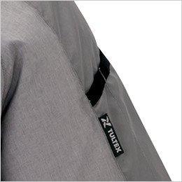 左袖 袖の取り出しやすい位置に施したペン差し付き