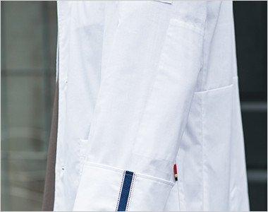 ハードな使用に耐えるインナーエルボパッチ 擦り切れやすい肘には目立たないよう内側にエルボパッチを付けて補強しています。