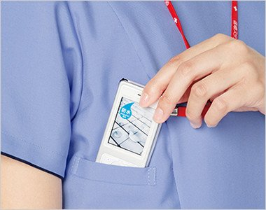 右脇下 PHSの出し入れがしやすいサイズと位置を考慮してポケットを設けています。