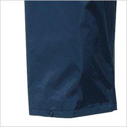 パンツの裾幅を調節するスナップボタン付