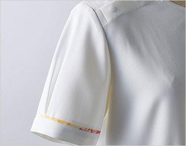 ふんわりまるみのある袖に、パイピングでアクセント