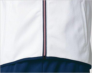 前傾姿勢のときの動きを妨げないすっきりシェイプの前裾ライン