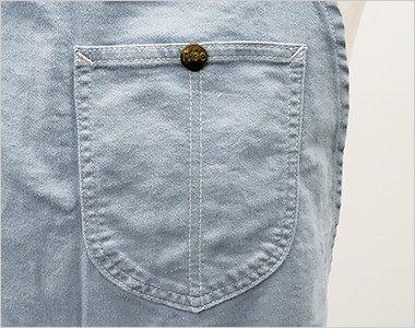 Leeのロゴ入りボタン付きの胸ポケット