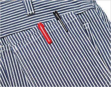 右後ろポケットには収納可能なペン挿しポケット付