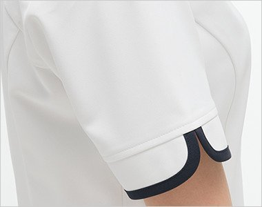 パイピングがアクセントのすっきりした袖