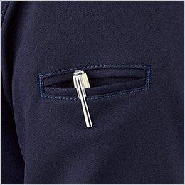 左袖ペンポケットは、耐久性を高める両玉縁仕上げ