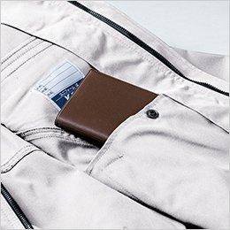 左前内側は内ポケットを利用した大容量ポケット