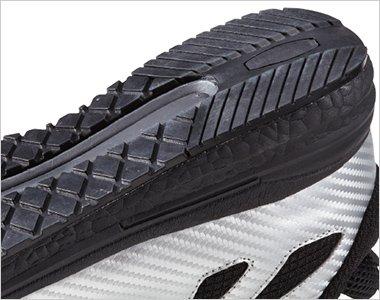 クッション性の高いEVAミッドソール・水や油に強い耐滑ソール