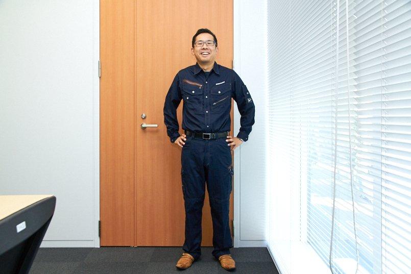 新庄モデルのシャツ、左胸に社名ロゴを刺繍